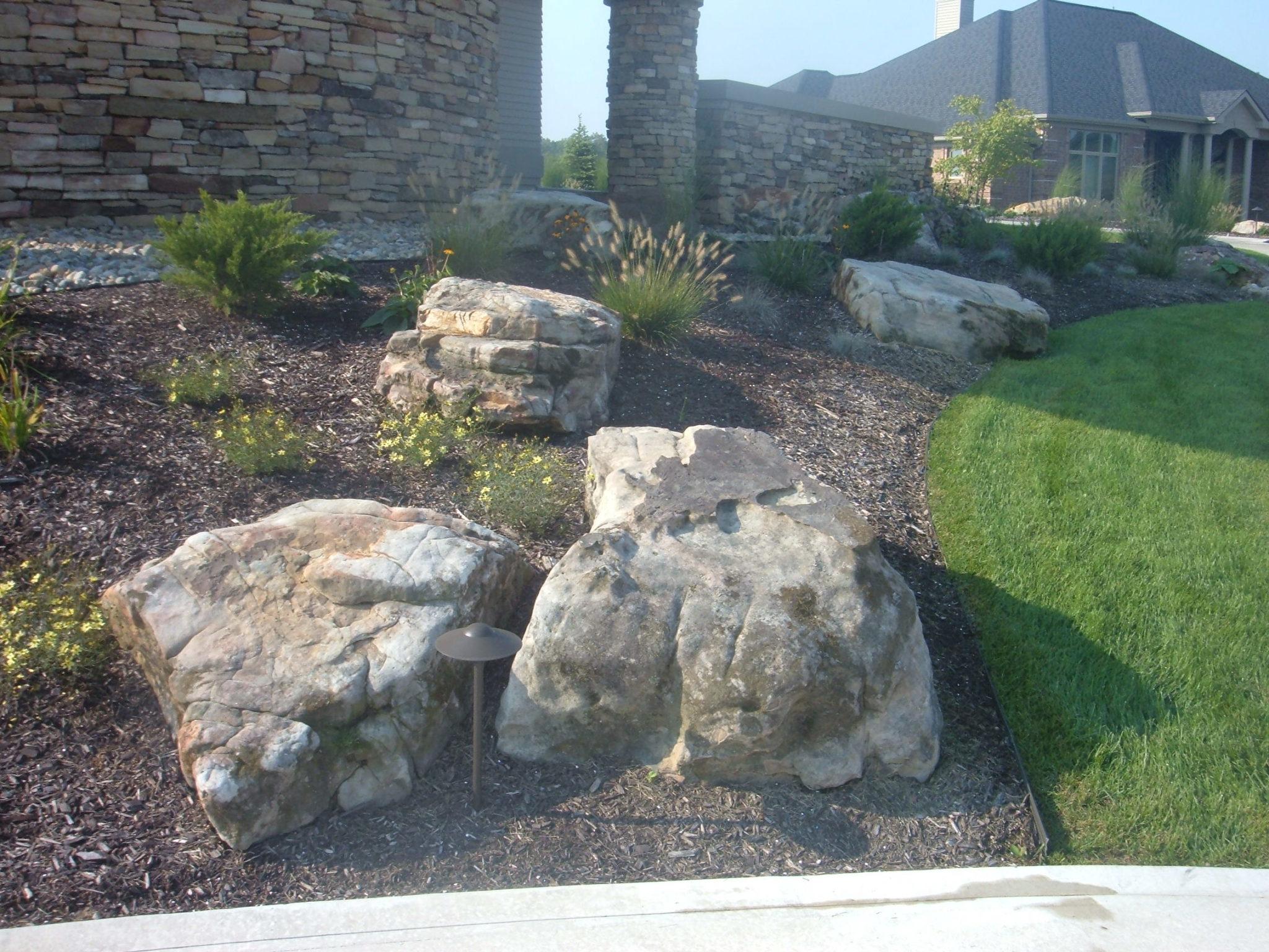 Tn fieldstone boulders large fort wayne rocks for Large garden rocks for sale